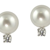 Baggins Pearls' classic white south sea diamond studs.